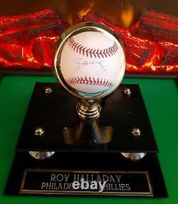 A Roy Halladay Signed Mlb Baseball W 2 Holo Coa's & Personalized Display Case