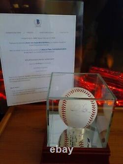 Derek Jeter Signed Mlb Baseball W Steiner Display Case & Beckett Pre Coa