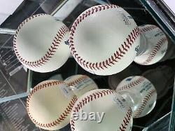 New York Yankees GREATS Signed Auto Baseballs In Display Case COA JSA HOF
