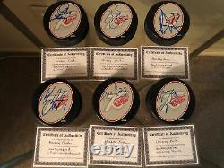 30 Autographié Coa Hockey Puck Avec Vitrine Ilitch-yzerman 75e Anniversaire