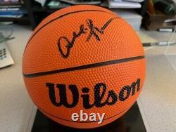 Allen Iverson Autographié Mini Basketball Avec Boîtier D'affichage Gorgé - Avec Goldin Coa