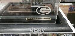 Brett Favre A Signé La Football Avec NFL Favre Coa Dans Une Étonnante Vitrine De Packer To Tom