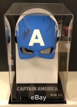 Casque De Masque Captain America Signé Par Stan Lee Dans Une Vitrine Marvel Aftal Coa