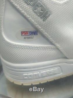 Chaussure De Basket-ball Vintage Converse Avec Présentoir Signée Par Larry Bird (psa Coa)
