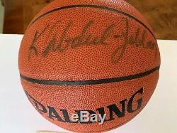 Dédicacées Signé Kareem Abdul Jabbar Basketball Avec Coa & Case D'affichage