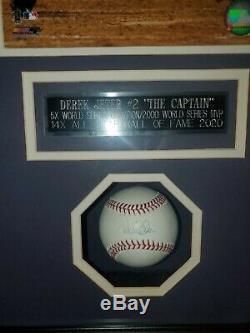 Derek Jeter Singed Base-ball Et L'affichage De Cas Stiener Coa