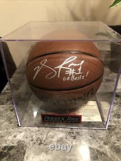 Derrick Rose Basketball Auto Avec Inscription Et Cas D'affichage. Aco