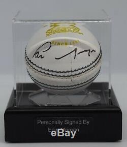 Eoin Morgan Signé Cricket Autograph Ball Présentoir Angleterre Sport Aftal Coa