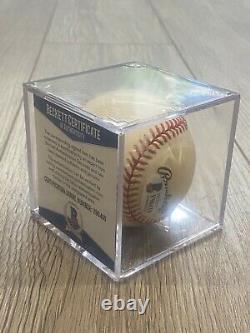 Hank Aaron Autographié / Signé Baseball Avec Coa Et Vitrine