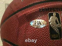 Julius Dr. J. Erving A Signé Basketball Avec Vitrine Et Plaque Signalétiquebeckett Coa