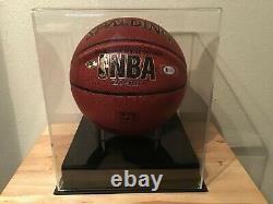 Julius Erving Dr. J A Signé Basketball Avec Vitrine Et Plaque Signalétique Beckett Coa