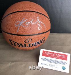 Kobe Bryant Autographed Spalding Basketball Display Case Inclus Coa