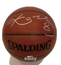 Kobe Bryant Autographié Basket-ball Avec L'aco, Vitrine Et Plaque Signalétique