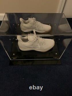 Kobe Bryant Autographied Shoe Avec Boîtier D'affichage Et Coa