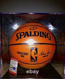 Lebron James A Signé Nba Official Basketball With Display Case + Official Psas Coa