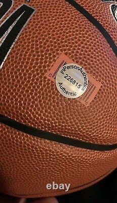 Lebron James Dédicacé Nba Basketball Avec Coa In Display Case