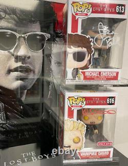 Lost Boys Funko Pops In Display Case Signé Par Sutherland & Patric 100% Avec Coa