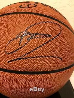 Luka Doncic & Dirk Nowitzki Autographes De Basket-ball Avec Une Nouvelle Vitrine Et Coa