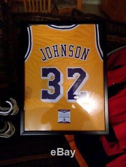 Magic Johnson Signé Jersey Avec Coa Et Affichage De Cas