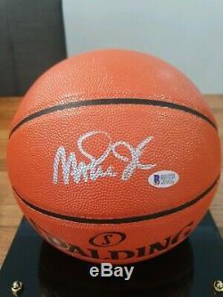 Magic Johnson Signé Nba Basketball En Cas D'affichage Et Avec Beckett Bas Coa