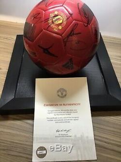 Manchester United Football Squad Signé + Présentoir Man Utd Club Publié Coa