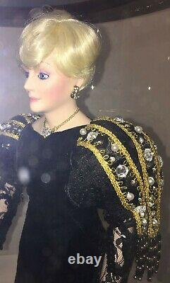 Mary Kay Ash 30th Anniversary Porcelain Doll With Display Case & Coa 9000 Total