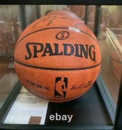 Michael Jordan Autographed Officiel Nba Basketball Avec Coa Et Vitrine