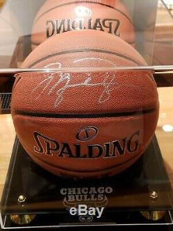 Michael Jordan Signé / Autograph Spalding Basketball Avec Coa Et Cas D'affichage