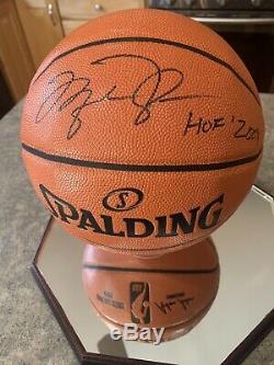 Michael Jordan Signé Basket-ball Avec Coa Et Gravé Hof Verre Vitrine