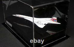Modèle Concorde En Vitrine Acrylique Signé Pilote Mike Bannister Aftal Rd Coa