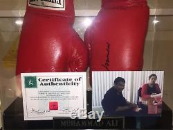 Muhammad Ali Autographié Everlast Gants De Boxe Withcoa Et Affichage De Cas