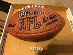 Oj Simpson Autographe De Football. Livré Avec Coa Du Casier 32. Dans La Vitrine