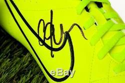 Présentoir De Chaussure De Football Signé Par Cafu Brésil 2002 - Souvenirs D'autographes - Coa