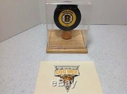 Rare Bobby Orr Bruins De Boston Autographed Puck Withcoa & De Luxe Vitrine
