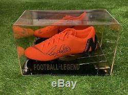 Ronaldo De Lima, Chaussure De Football Signée Real Madrid Brésil Dans Une Vitrine Coa
