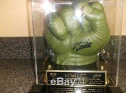 Stan Lee Signé Incredible Hulk Main Gant Poing Coque Présentoir Coa Neuf