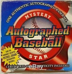 Tony Gwynn Autographed Baseball. 394/94 Avec Coa Et Baseball Cas D'affichage