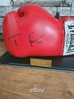 Tyson Fury Signé Gant De Boxe Avec Coa En Cas D'affichage