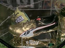 Usain Bolt Signé Puma Chaussure De Course Dans Un Affichage De Cas Bolt Jamaica Coa