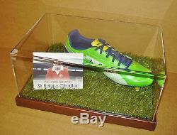 Vitrine D'affichage De Bottes De Football Signée Bobby Charlton Véritable Autographe Man Utd + Coa