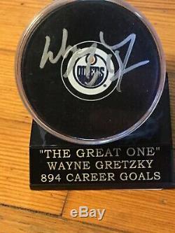 Wayne Gretzky Oilers D'edmonton Autosigné Hockey Puck Coa Et D'affichage De Cas