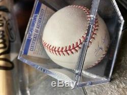 Yogi Berra Signé Oml Baseball Avec Affichage De Cas (psa Coa) No Reserve
